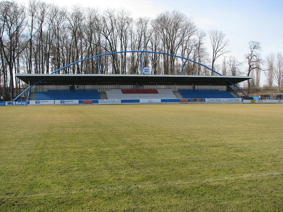 Pohled na hlavní tribunu