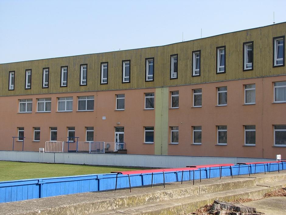 Hlavní budova zepředu